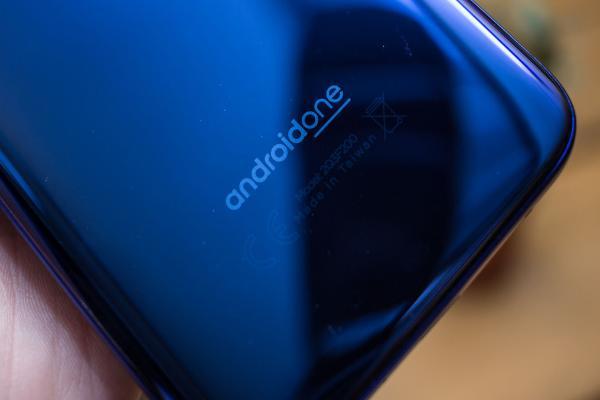 Google отказалась от обязательного выпуска обновлений для смартфонов Android One