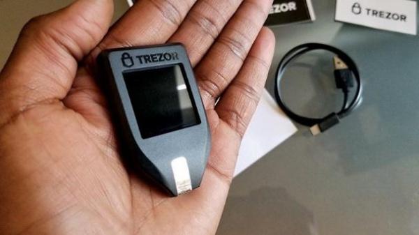 Как можно взломать криптовалютные кошельки Trezor