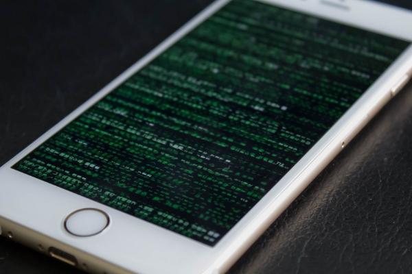 Власти США могут взломать iPhone, но испытывают трудности с Android
