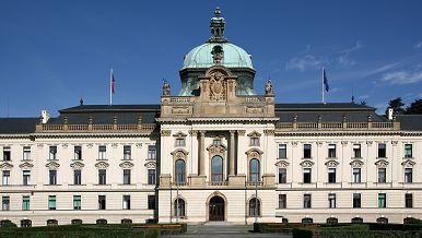 Неизвестные похищали данные из компьютерной сети канцелярии президента Чехии