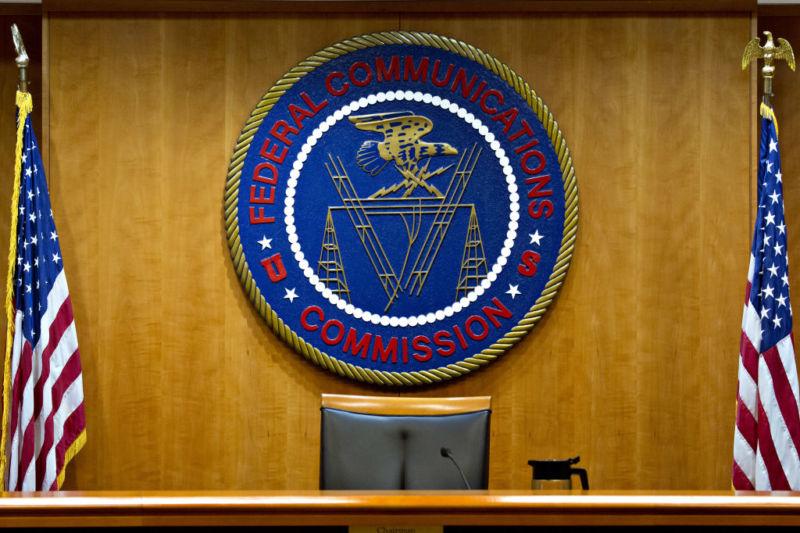 Мобильных операторов США хотят штрафовать за торговлю данными абонентов