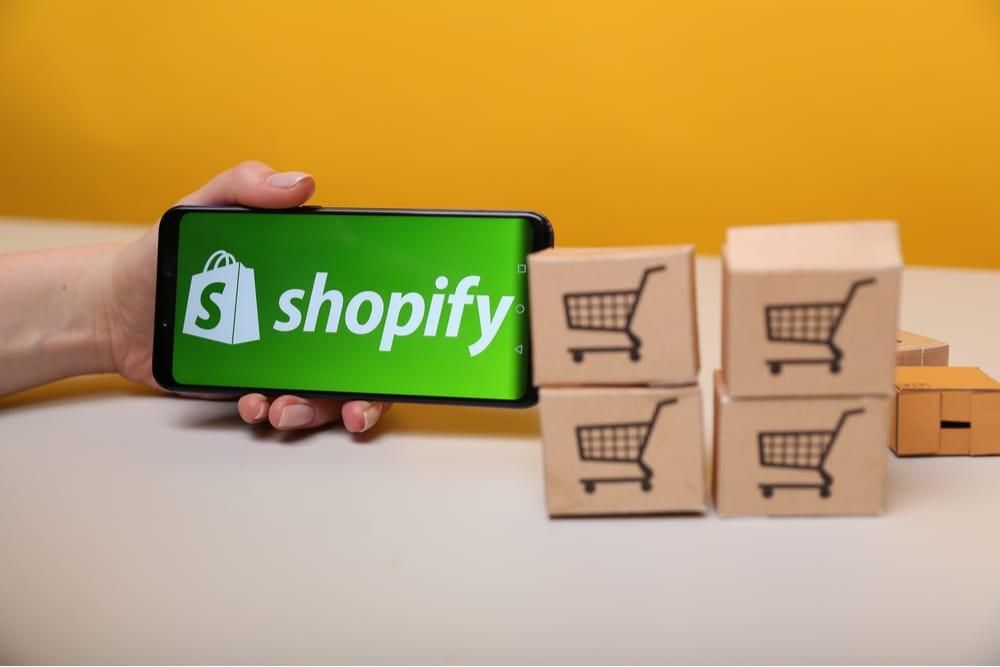 Недобросовестные сотрудники Shopify получили доступ к данным покупателей