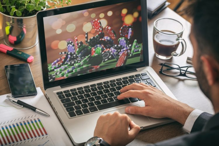 Минфин предлагает усилить борьбу с азартными играми в интернете
