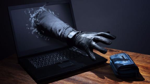 Мошенники украли более 800 тыс. рублей со счетов предпринимателя под предлогом удаления мобильного вредоноса