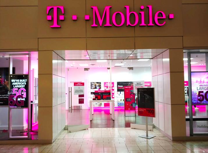Хакер похитил данные 100 млн абонентов T-Mobile