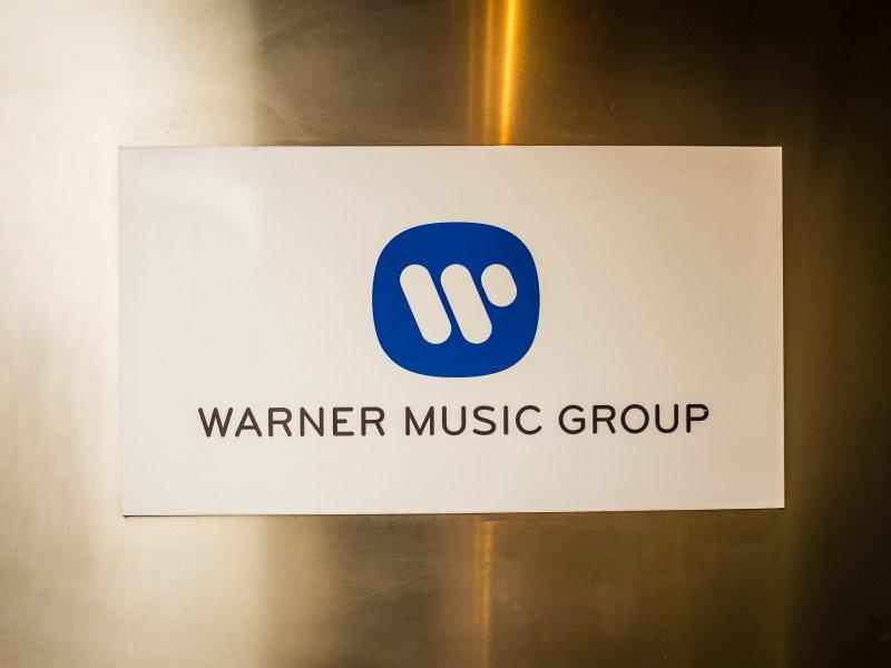 Хакеры скомпрометировали интернет-магазины Warner Music Group